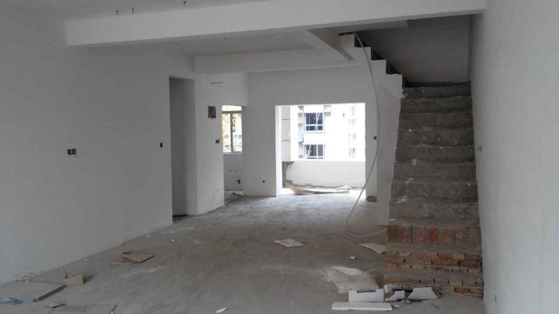 客厅与餐厅相连中有楼梯,怎么装修好看,简洁?