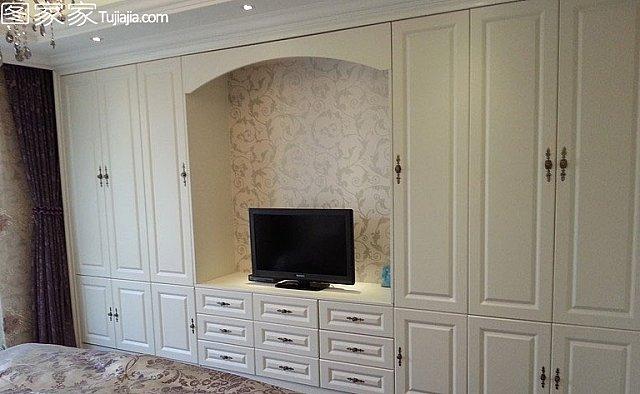 将次卧的门开向电视,5,主卧的图标如图嵌入,将标识设置衣柜室内设计得客厅衣柜图片