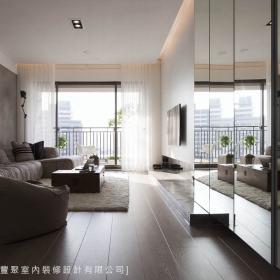 现代简约客厅隔断隐形门沙发设计方案