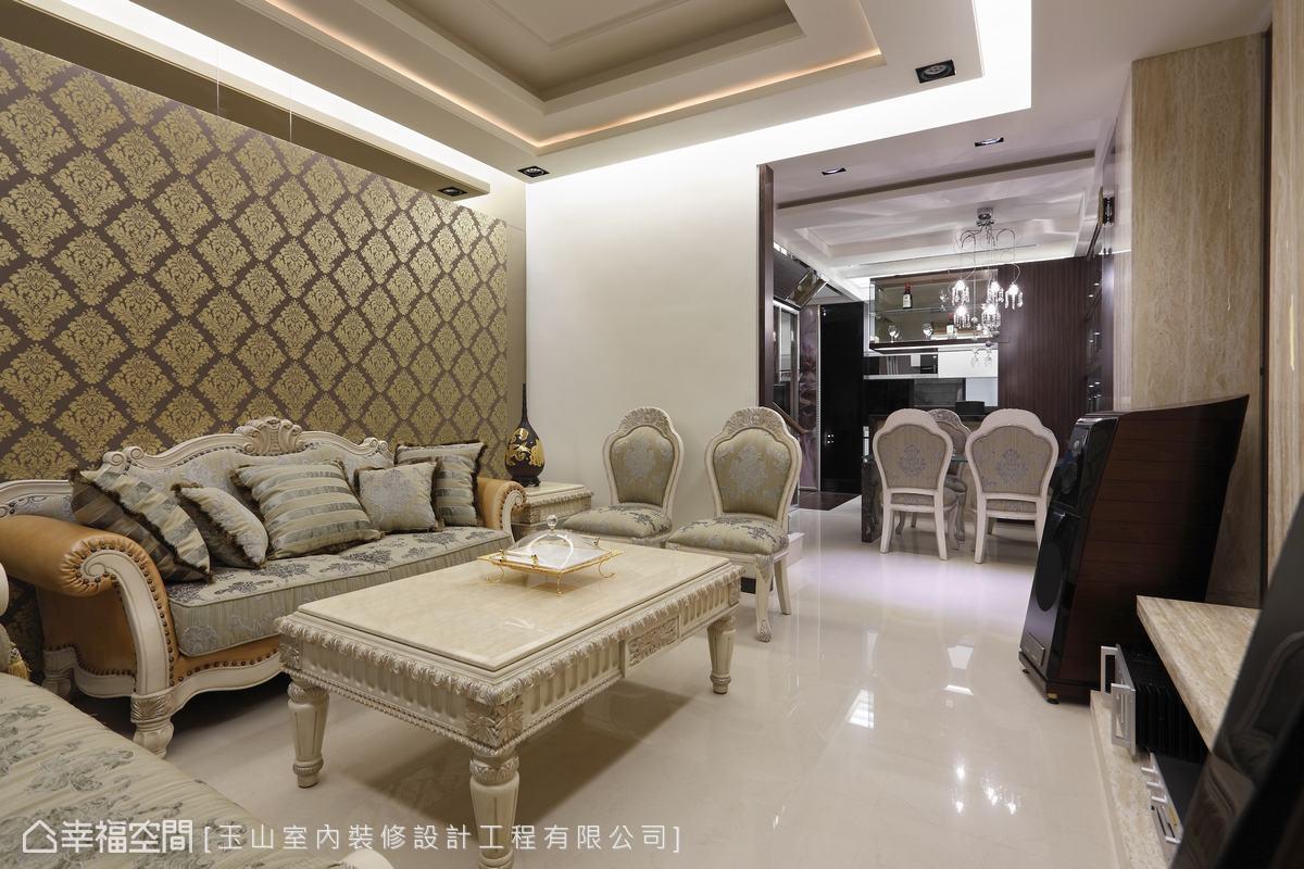 客厅雕花屏风带坐柜