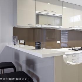 现代简约厨房吧台设计案例