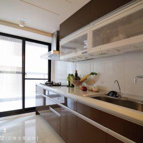 现代简约厨房收纳装修案例