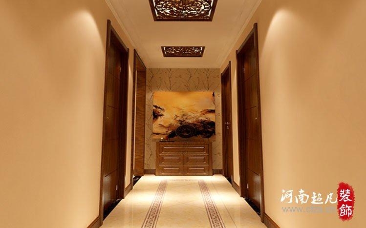 餐厅的木色横梁吊顶和餐边柜白色文化砖墙整体突显出新中式的韵味和图片