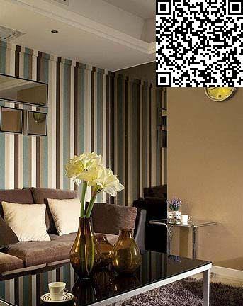彩色条纹壁纸装饰的沙发背景墙,让空间显得色彩更丰富
