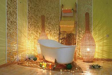 带有一些传统欧式风格,色调也呼应客厅的浅黄色,台盆与洗手台为配套的