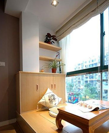 白色的书房榻榻米装修效果图,搭配这款红色的茶几凳,既可以作为书
