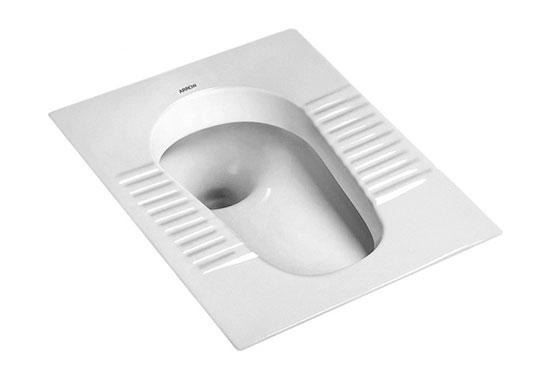 """什么是蹲式马桶   蹲式马桶是指使用时以人体取蹲式为特点的便器。蹲式马桶分为无遮挡和有遮挡;蹲式马桶结构有返水弯和无返水弯。   存水弯的工作原理,就是利用一个横""""S""""型弯管,造成一个""""水封"""",防止下水道的臭气倒流。这个存水弯的高度得看你是采用的什么形的存水弯,以及下水道水平干管的高度。如果水平干管比地面低的不太多,应该采用P形返水弯,可以用一截带承插口短管来配合安装高度,没有规定长度,使得水平管有坡度就行。这一段短管在蹲式马桶和返水弯之间。如果是楼房立管留出的"""