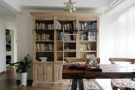 摆放16开图书的层板高度为320㎜书柜的中层格板应做些活板,便于主人寄