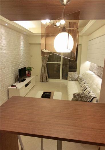 吧台隔断既是洗手台,又可用作置物台或用餐台