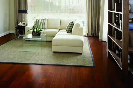 裕森实木地板是由整张实木材料制成,自然环保,质感优越,接口