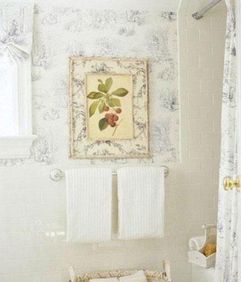 将壁纸镶嵌其中,用新古典风格的壁纸花纹来诠释