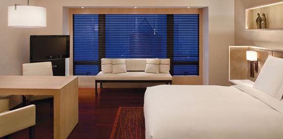 客房设计     宽敞空间备有舒适大床,精心设计的衣帽间,开放式的浴室