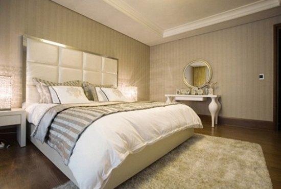 和墙纸花纹近似的床上四件套