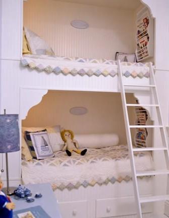 玲珑优雅的可爱双人架子床造型本身就是最好的装饰品