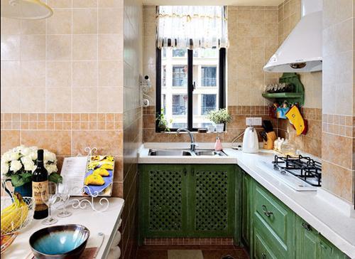 这间厨房以北欧风与田园风碰撞,旧旧的木质顶部与小文艺的橱柜相