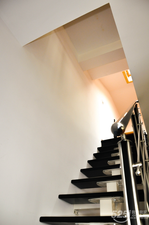 设计师修改原有的楼梯结构