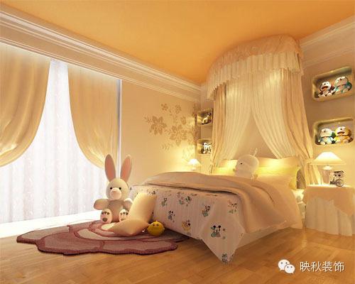 粉红色的卧室布局.小巧可爱的布娃娃,隔层上的小饰品.