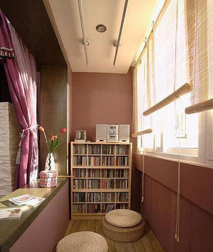将阳台并入客厅,不作为单独空间使用,加强整体家居和谐感.
