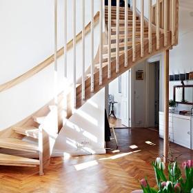 北欧客厅楼梯装修效果展示