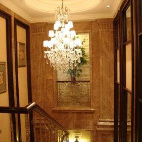 欧式别墅过道吊顶楼梯设计案例
