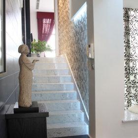 现代过道复式楼楼梯装修案例