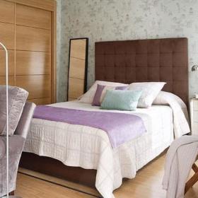 田园清新自然卧室衣柜木质衣柜壁纸设计图
