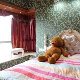 卧室窗帘桌子壁纸设计方案