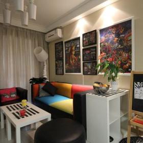简约时尚客厅背景墙沙发茶几设计案例