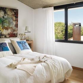卧室窗帘木地板装修效果展示