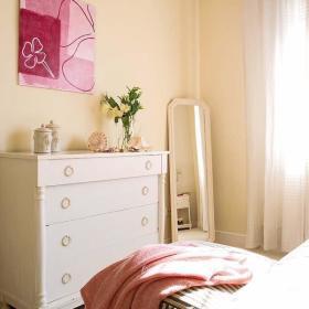 卧室白色斗柜装修效果展示