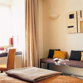 自然现代卧室桌子挂画案例展示