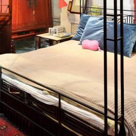 简约卧室大床设计案例展示