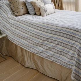 中式精致卧室大床柜子装修案例