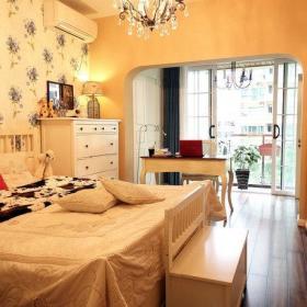 欧式精致温馨卧室书房背景墙水晶灯效果图
