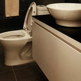 99平现代白领公寓餐厅厨房装修效果图