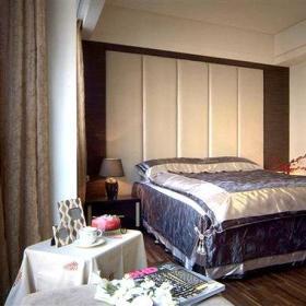 温馨卧室窗帘装修图