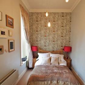 卧室台灯双人床装修案例