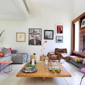 色彩巧妙混搭的复式公寓