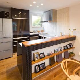 温馨厨房吧台装饰品装修效果展示