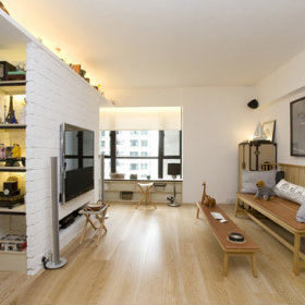 清新客厅背景墙实木家具木地板设计案例