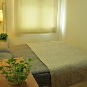 自然简约卧室植物桌子台灯效果图