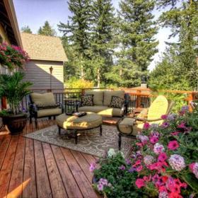 复古温馨客厅阳台沙发木地板设计案例