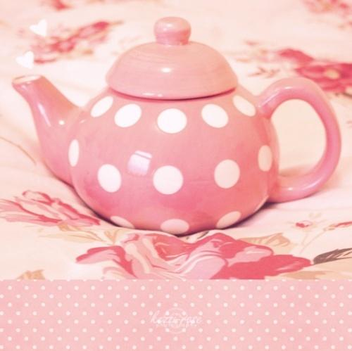 可爱的小装饰品一定少不了,粉色的波点茶壶,让每一次喝茶成为幸福
