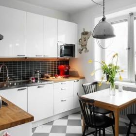 餐厅厨房边柜装饰品装修效果展示