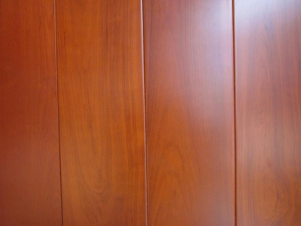什么牌子的木地板好?日常生活中又该如何保养木地板呢?今天小编就为大家介绍2014年木地板的十大品牌排名情况,以及木地板的保养技巧吧! 一、2014木地板十大品牌排名  第一:大自然 大自然是中国名牌,中国500最具价值品牌,在行业中有很高的知名度,经过多年发展,大自然在行业中已经占据了很重要的地位,大自然公司现在已经成为地板行业国家标准起草单位之一。 第二:圣象 圣象是中国环境标志认证品牌,是安全环保的品牌,在市场上,圣象地板可谓家喻户晓,它的产品有很好的销售,而且得到了消费者的青睐。  第三:扬子地板