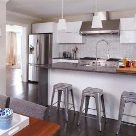 现代简约厨房吧台设计方案