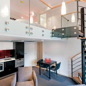 楼梯单人沙发设计案例