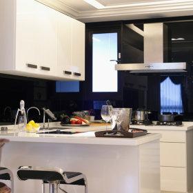 现代简约厨房吧台储物柜设计案例展示