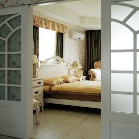 欧式田园卧室实木地板小碎花墙纸设计案例展示