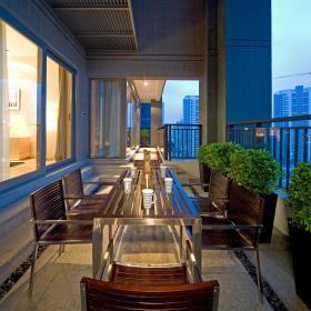 现代简约餐厅阳台装修效果展示